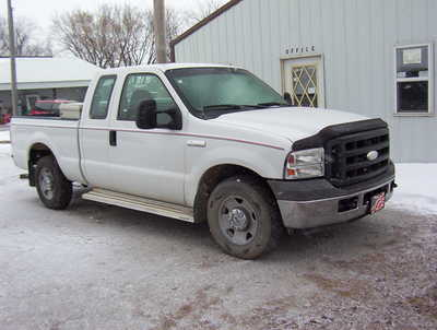2005 Ford F250 Ext Cab, $4950. Photo 1